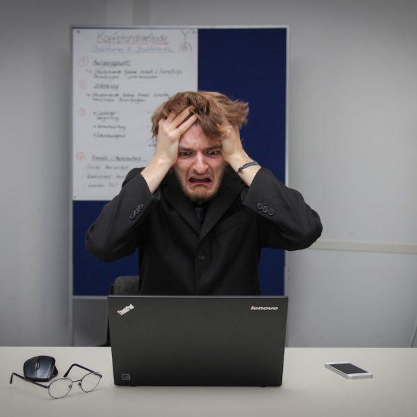 仕事がどんどん溜まっていく人と仕事をどんどん片付ける人の3つの違いとは!?