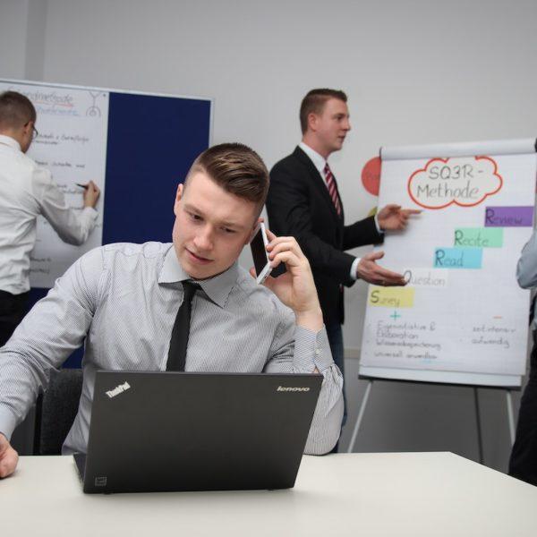 管理者は人から言われた事を鵜呑みにするのではなく、自分で確認する事も必要